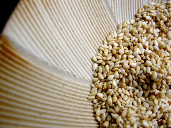 Sesame seeds in suribachi